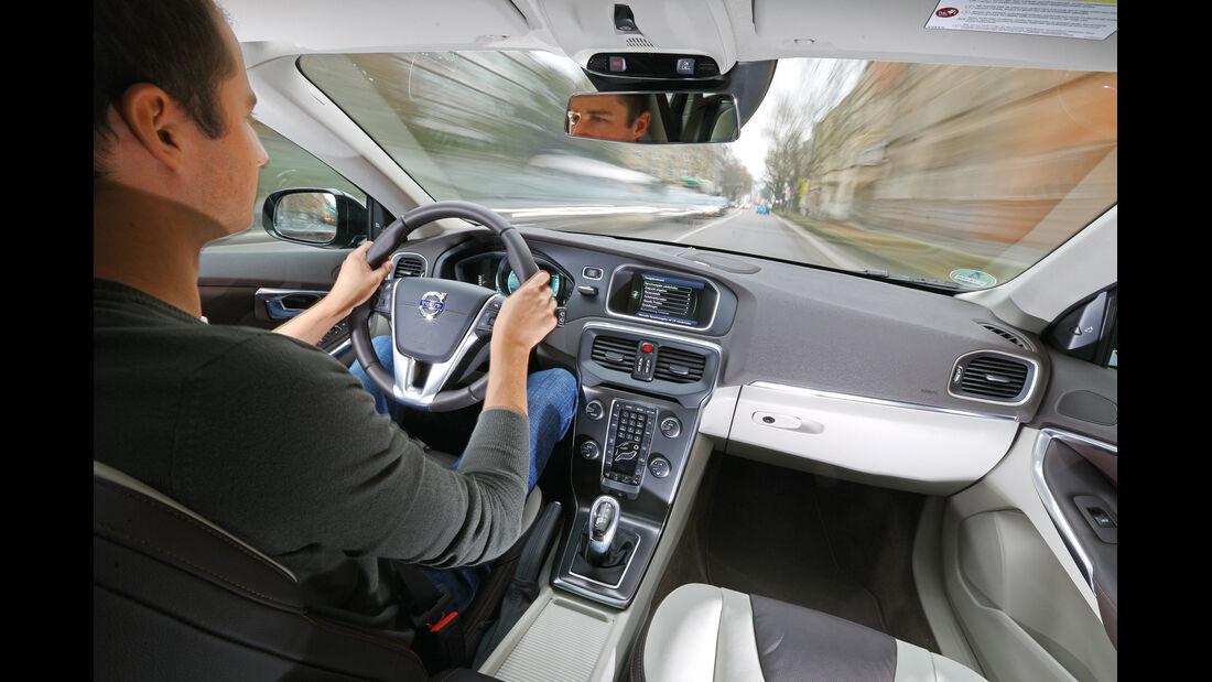 Volvo V40 Cross Country T5 AWD, Lenkrad, Cockpit