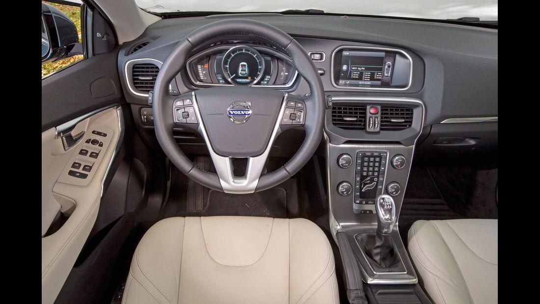 Volvo V40 D2, Cockpit, Lenkrad