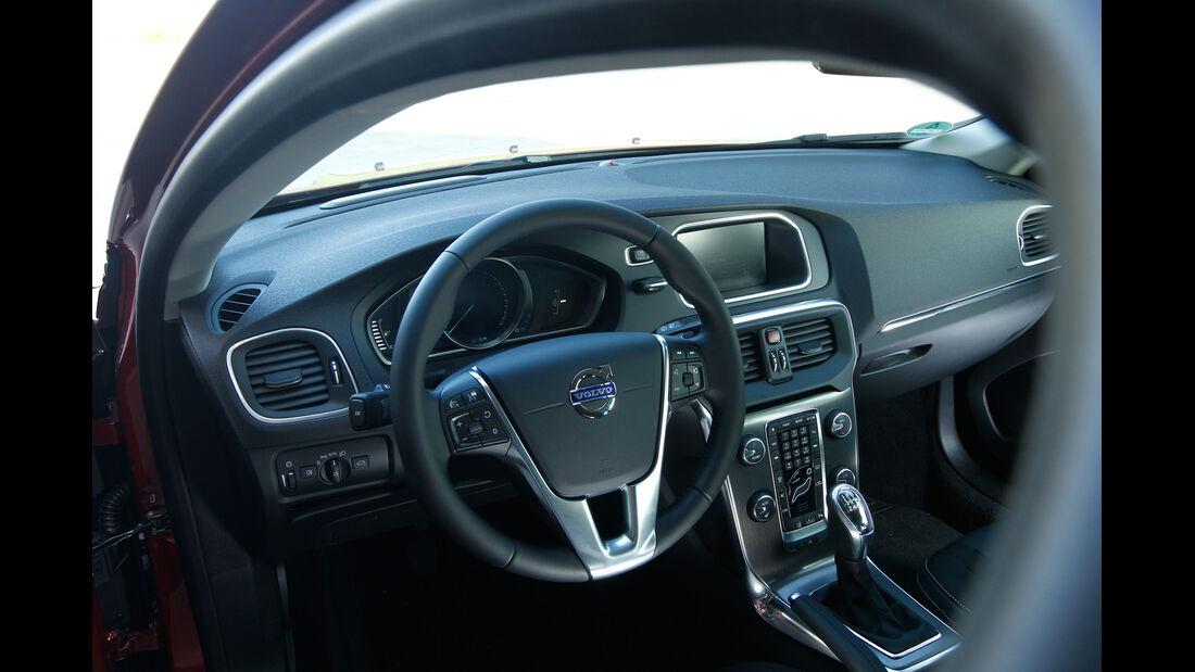 Volvo V40 D3, Cockpit, Lenkrad