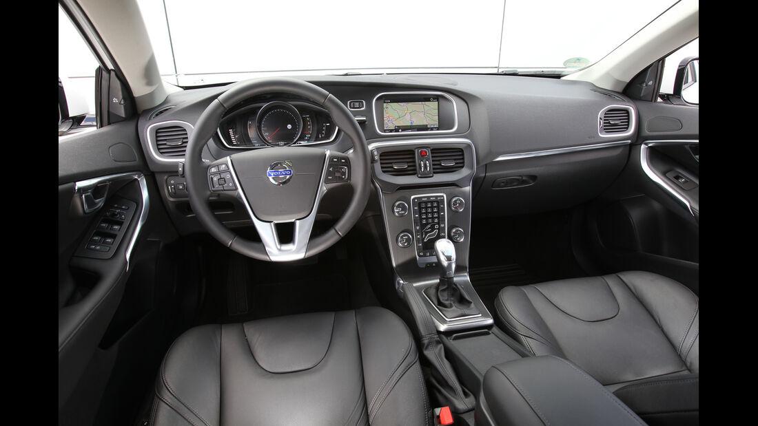 Volvo V40 D4 Summum, Cockpit, Lenkrad