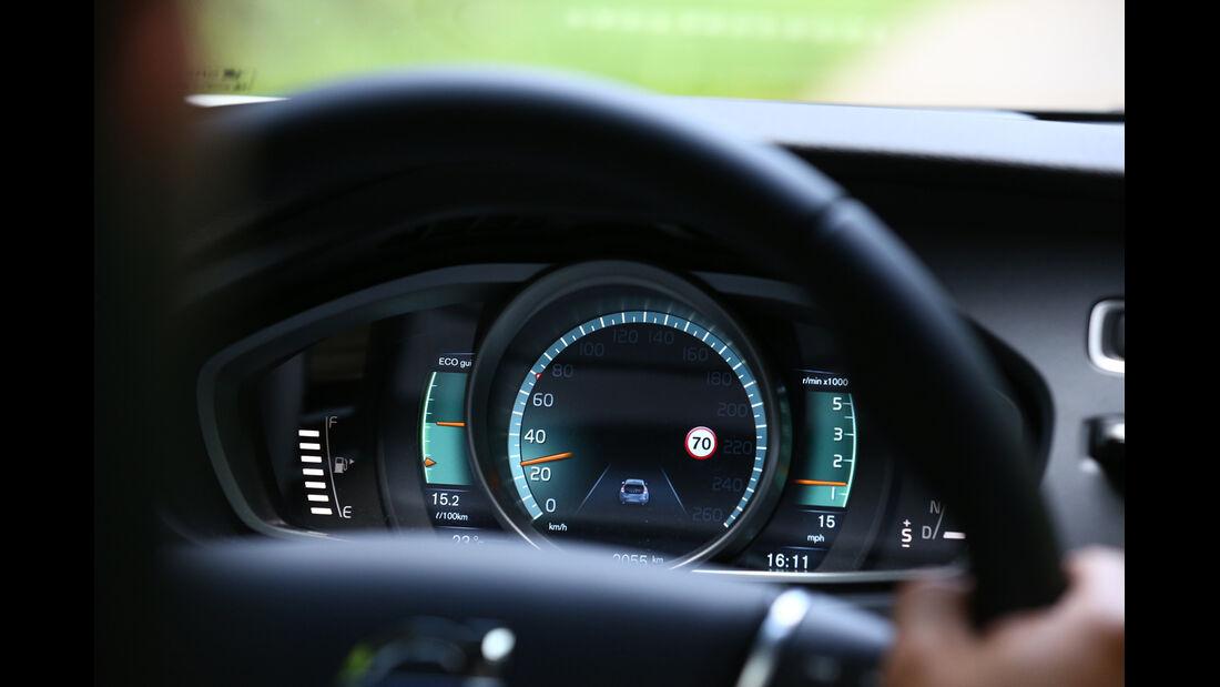 Volvo V40 D4 Summum, Lenkrad, Display
