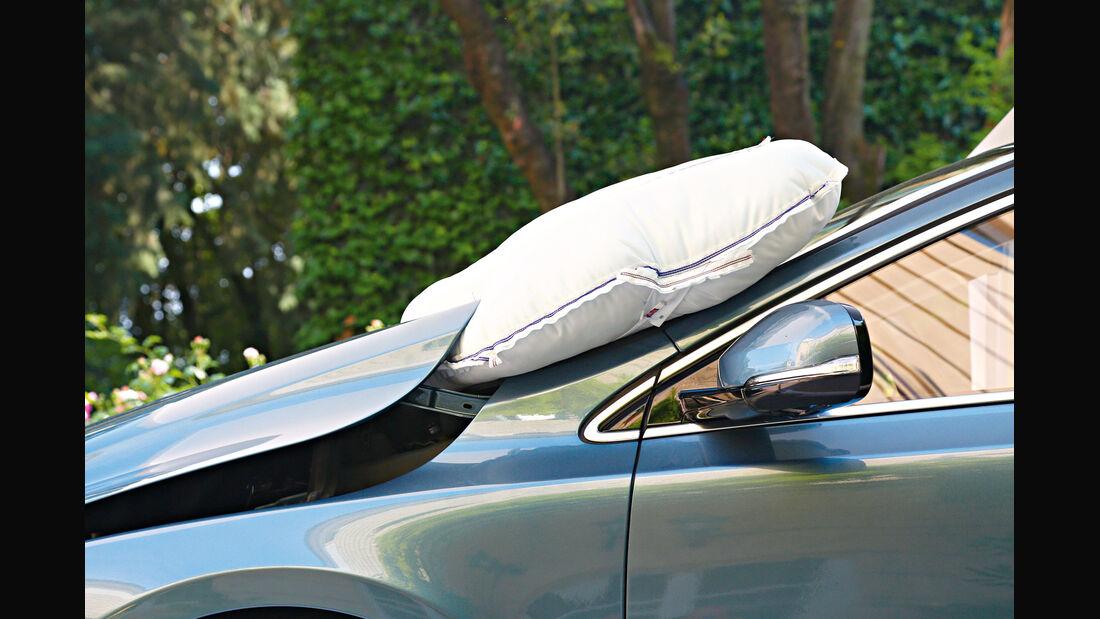 Volvo V40, Fußgänger-Airbag
