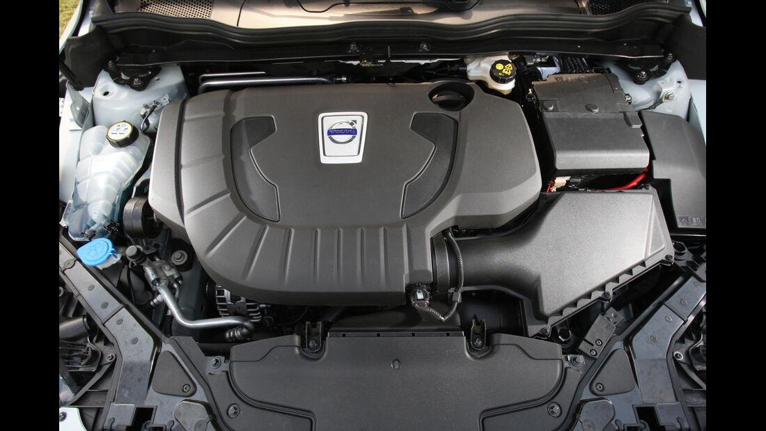 Volvo V40, Motor