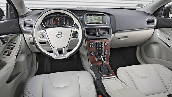 Wonderbaar Test: BMW 125i, Mercedes A 250, Volvo V40 T5 & VW Golf GTI - auto LL-63