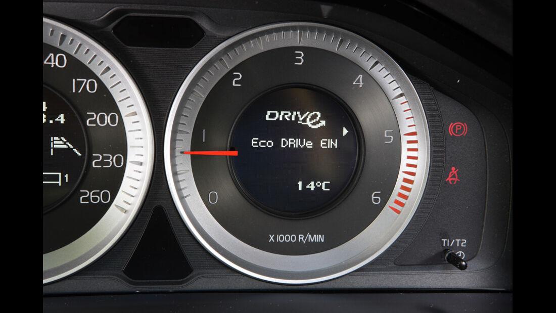 Volvo V60 Drive, Detail, Drehzahlmesser