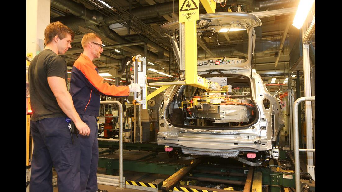 Volvo V60 Plug-in-Hybrid, Michael Orth, Montage, Werkshalle, Fließband