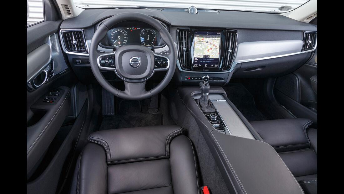 Volvo V90 D4, Cockpit