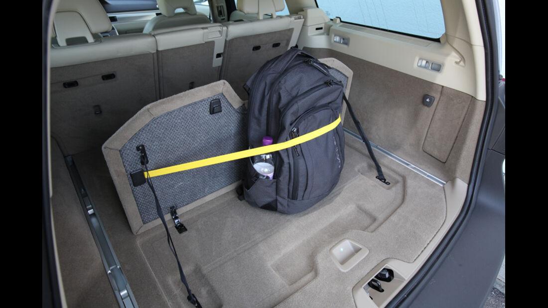 Volvo XC 70 D3 AWD Summum, Kofferraum, Halterungen