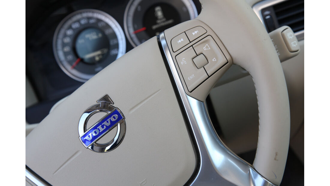 Volvo XC 70 D3 AWD Summum, Lenkrad, Detail