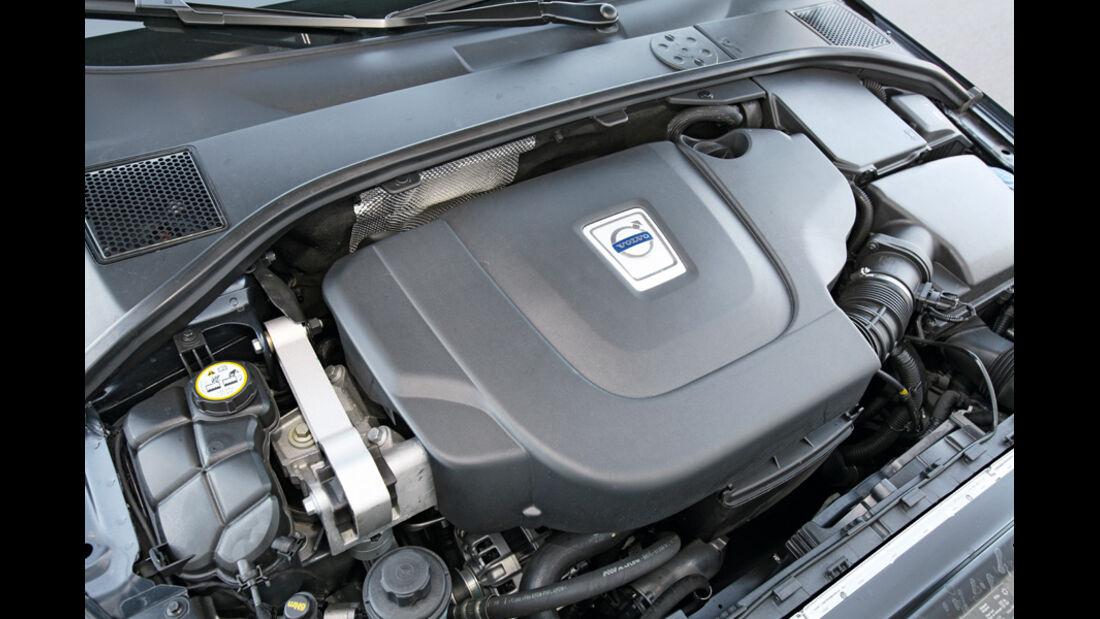 Volvo XC 70 D3 AWD Summum, Motor, Motorraum