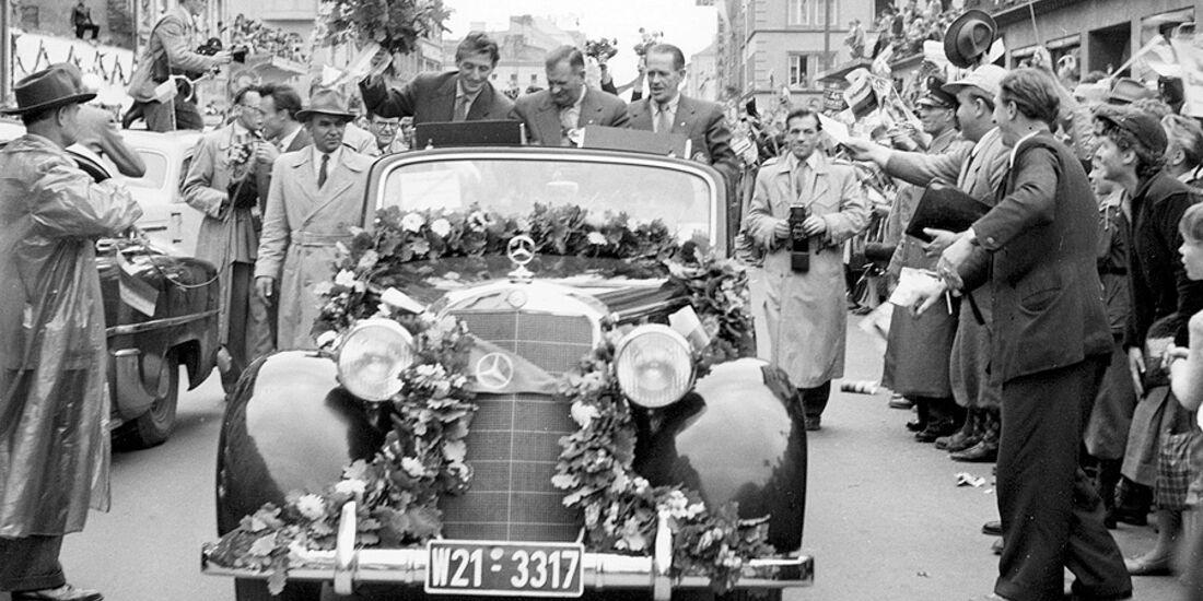 Weltmeister 1954 Sepp Herberger und Fritz Walter im Mercedes Cabrio