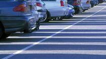 Wer einen Parkplatz sucht, kann online oder per Smartphone-App fündig werden.