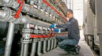 Wie entsteht Motoröl, Verteilerstation
