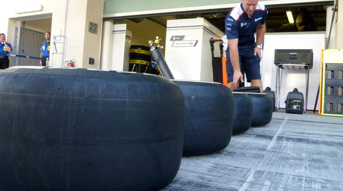 Williams-Reifen - GP Abu Dhabi - 10. November 2011