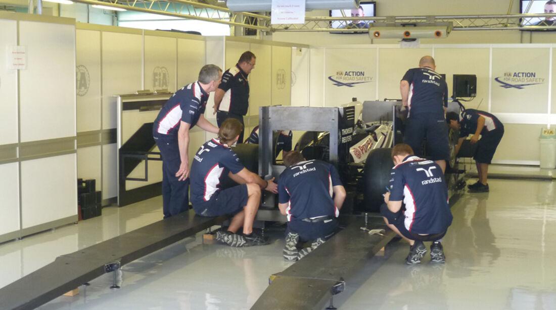 Williams-Srutineering - GP Abu Dhabi - 10. November 2011