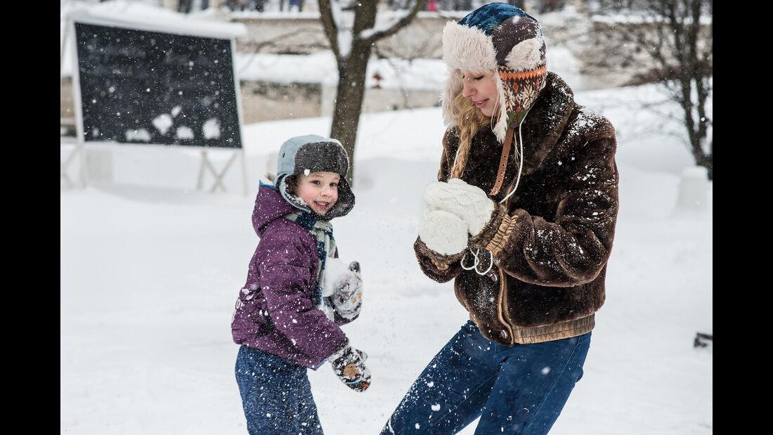 Winter, Familie, Kinder, Schneeball