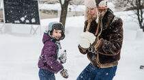 Winter, Familie, Kinder, Schneeball