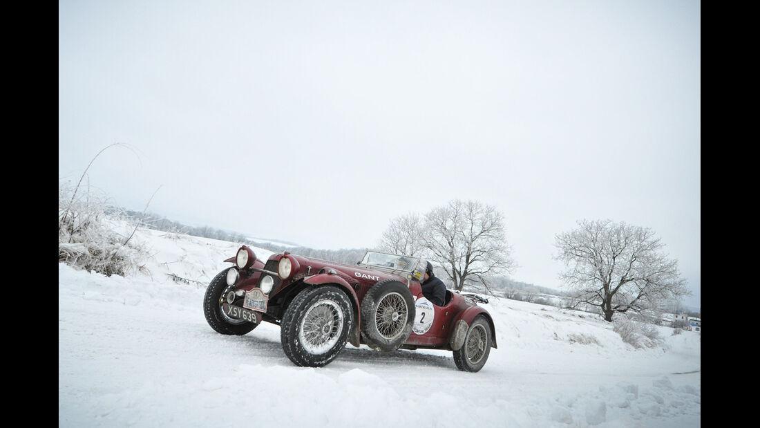 Winter Trail, Cabriolet, Vorkriegsfahrzeug, Schneelandschaft
