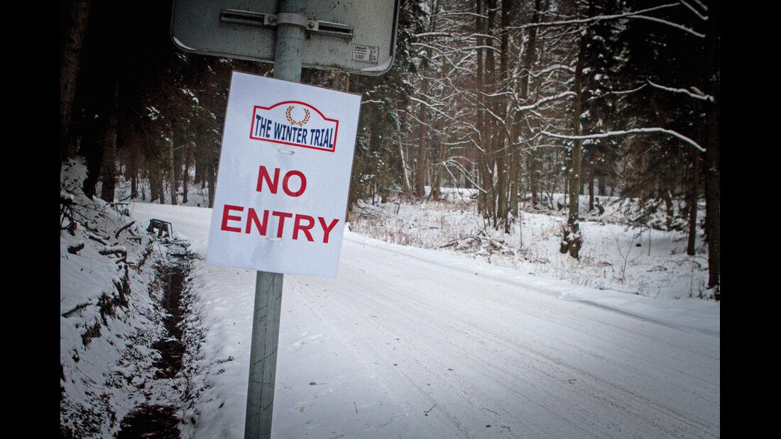 Winter Trail, Schild