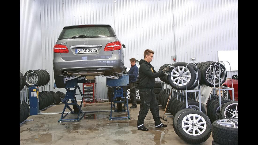 Winterreifen, Mercedes B-Klasse, Hebebühne