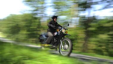 Yamaha XT 500, Seitenansicht, Waldweg