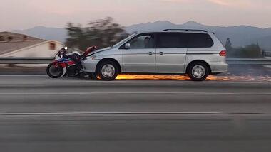 YouTube Motorrad in Auto