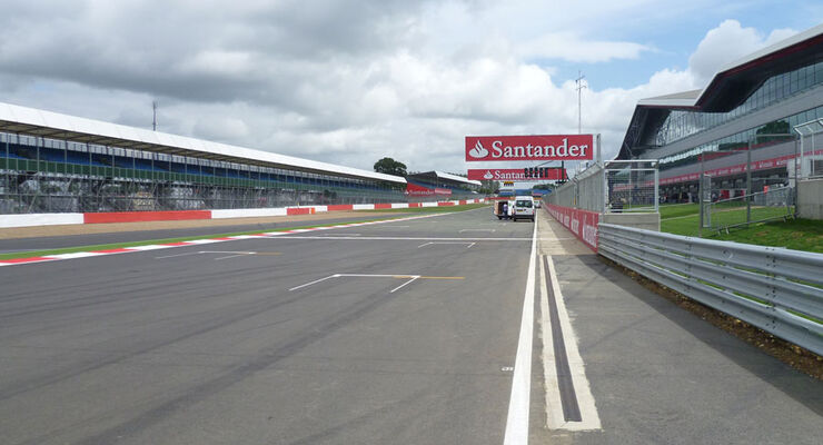 Zielgerade - GP England - Silverstone - Do. 7. Juli 2011
