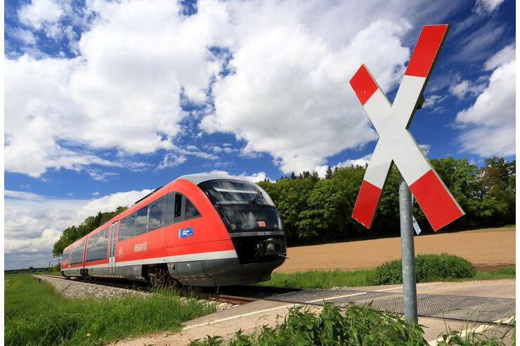 Bahn frei für Autos: 10 Gründe gegen die Bahn und für das Auto