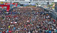 Zuschauer - 24h-Rennen Nürburgring 2014 - Start-Ziel-Gerade