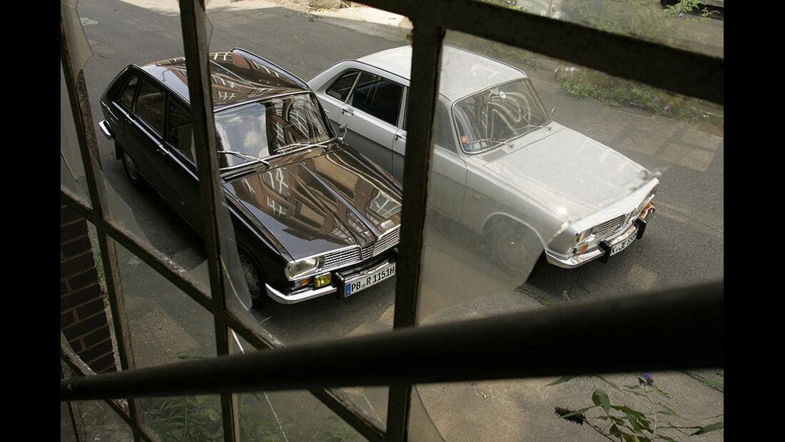 Zwei Renault 16 von schräg oben
