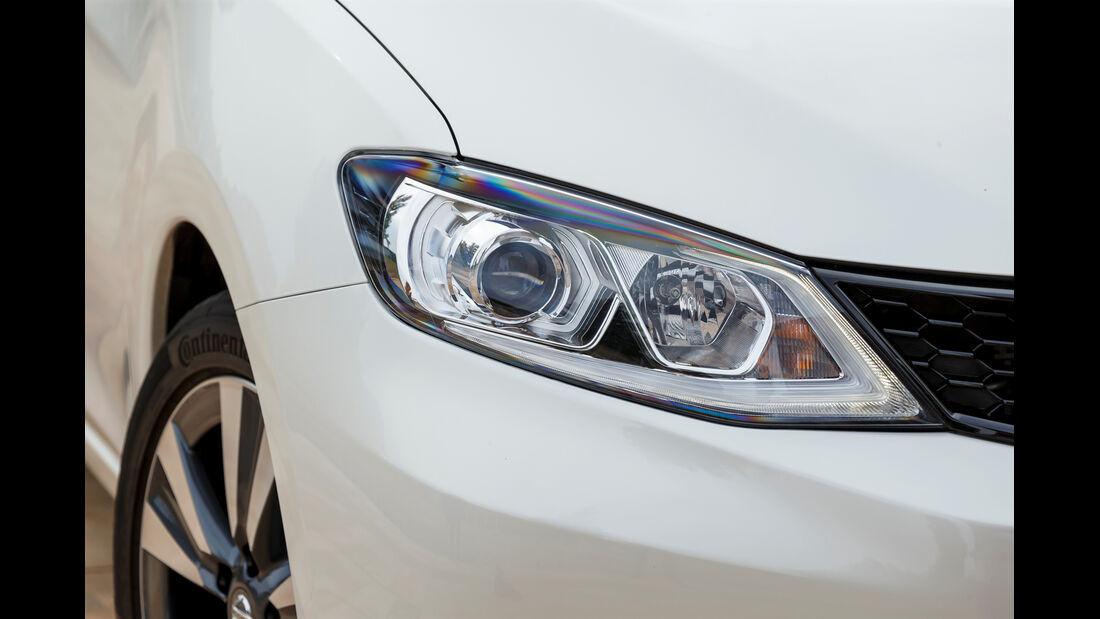ams, Nissan Pulsar, Front-Scheinwerfer