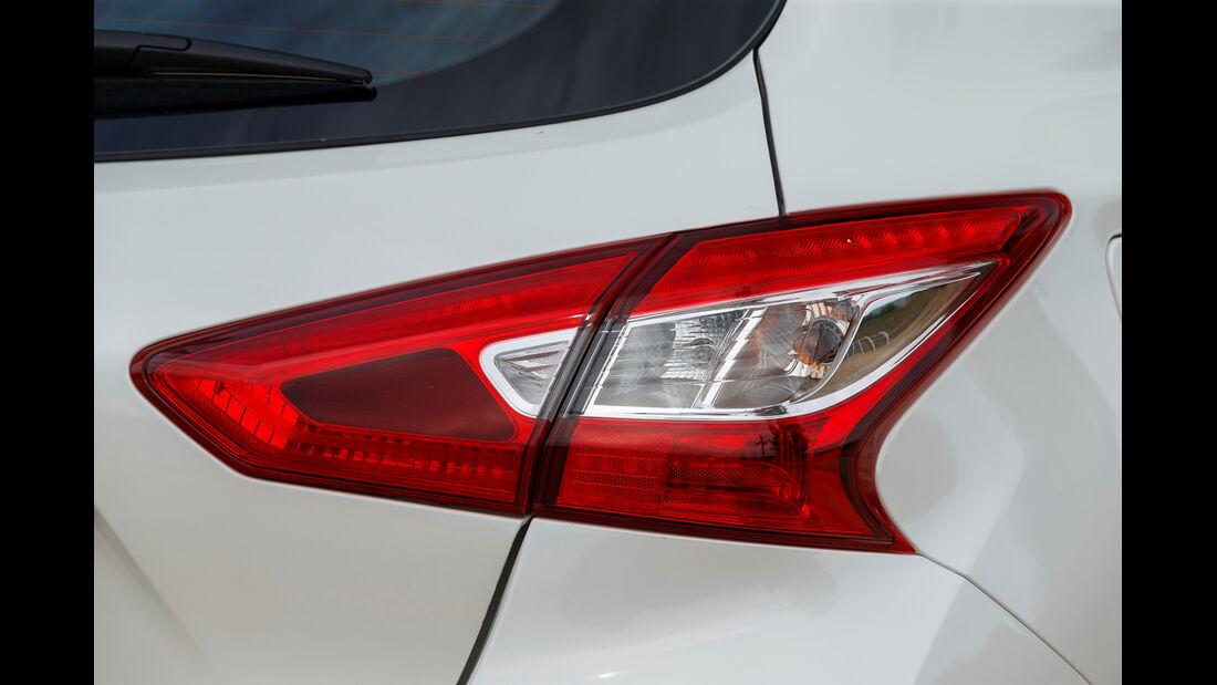 ams, Nissan Pulsar, Rücklicht
