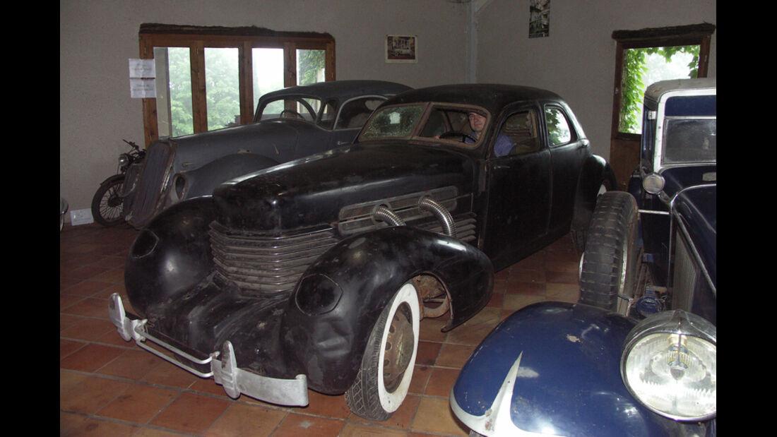 mehrere Fahrzeuge, unrestauriert
