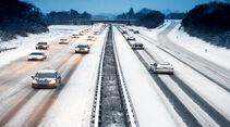 verschneite Autobahn